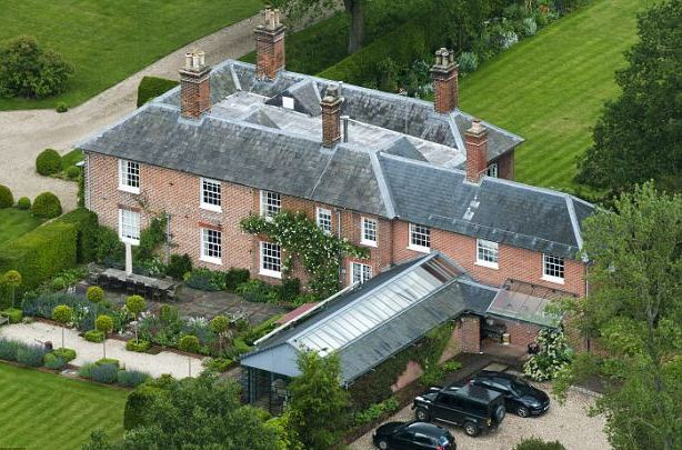 Carole-and-Michael-Middleton-4.7-million-pound-home-in-Bucklebury-Berkshire1